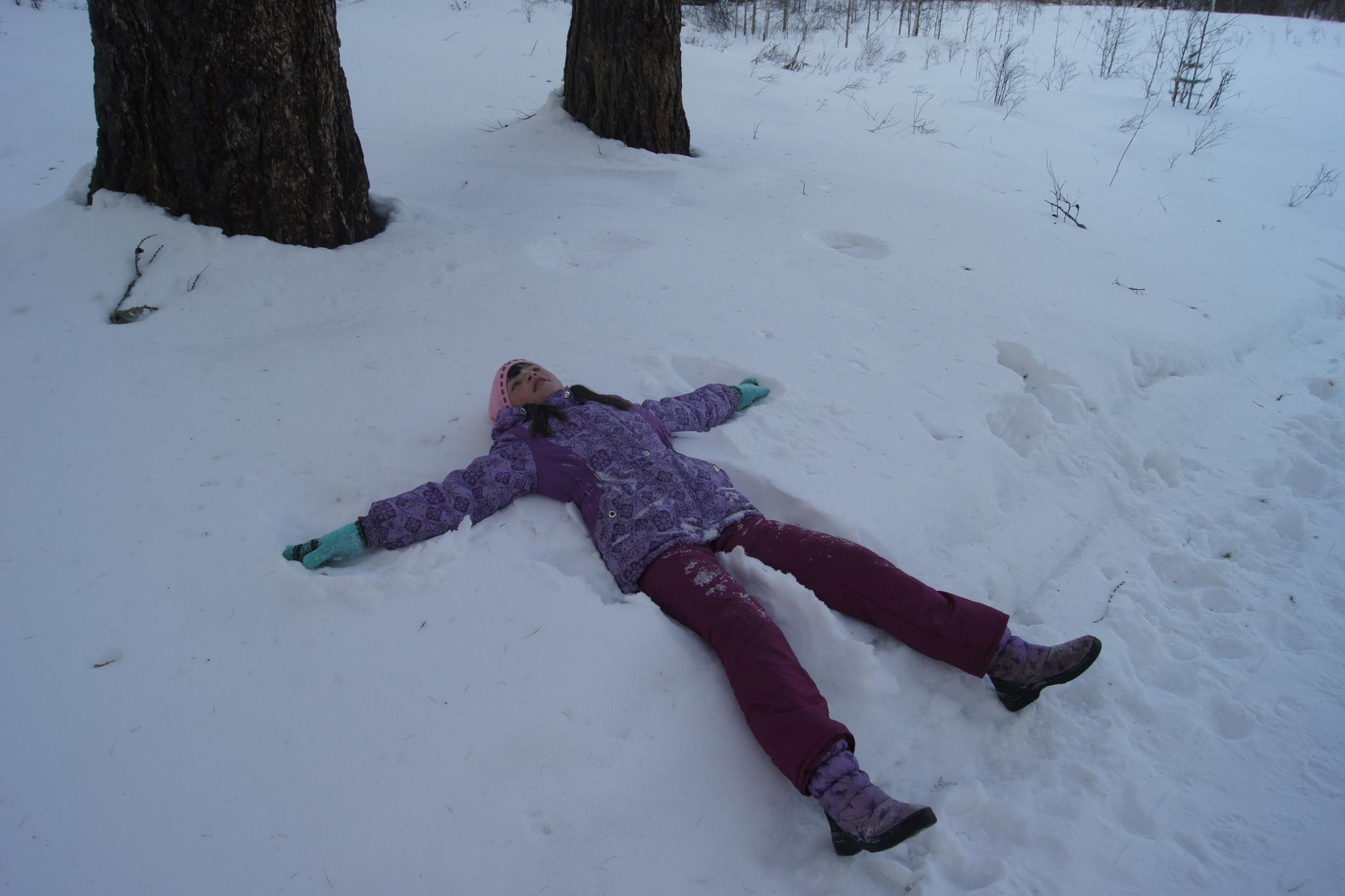 человек лежащий на снегу картинки фото