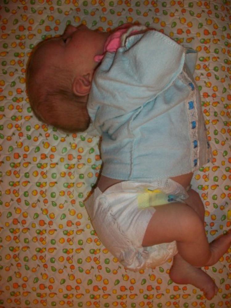 Почему ребенок выгибается в 4 месяца