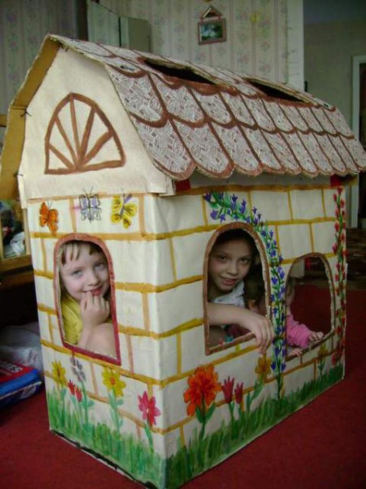 Маленький дом из коробки своими руками