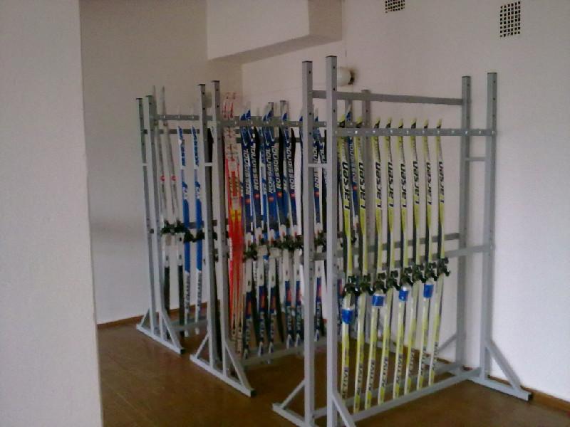 Стеллаж для лыж для школы своими руками