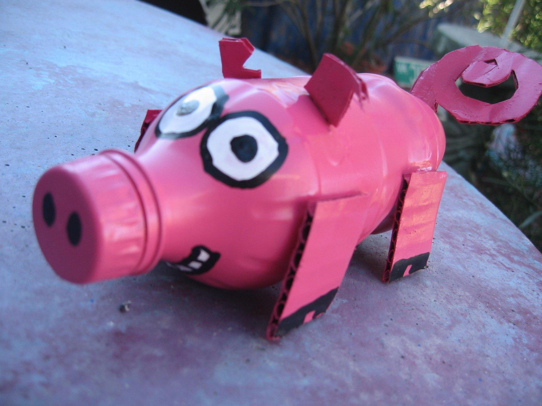 Как сделать из пластиковых бутылок свинья