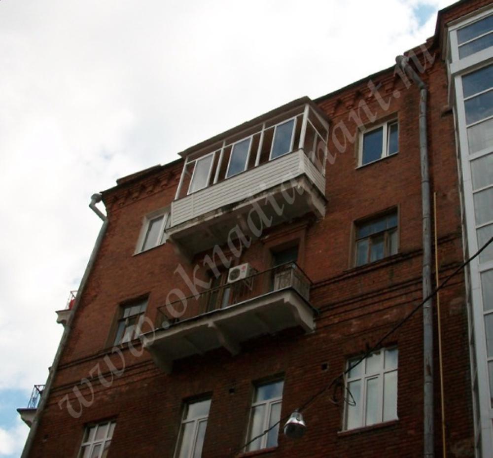 Балкон в кирпичной хрущевке.