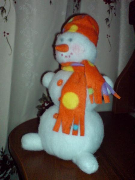 Сделать большого снеговика из синтепона