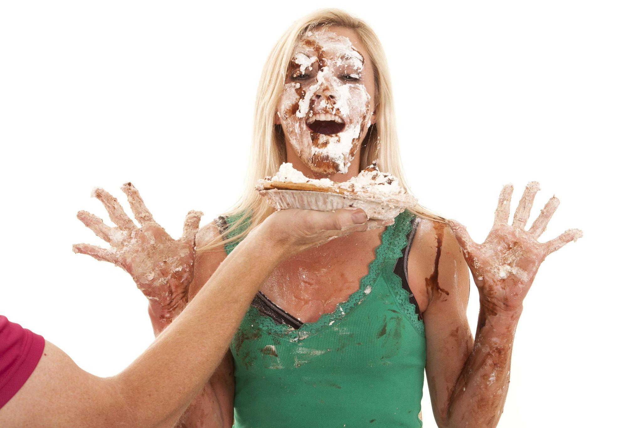 Девушкам испачкали лицо фото — 13